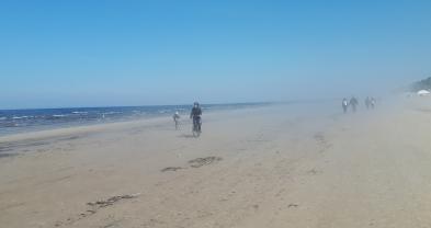 pyöräilyä Jurnalan rannalla