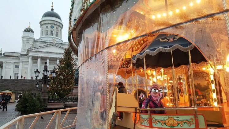 Helsingin tuomiokirkko, Tuomaanmarkkinat ja karuselli