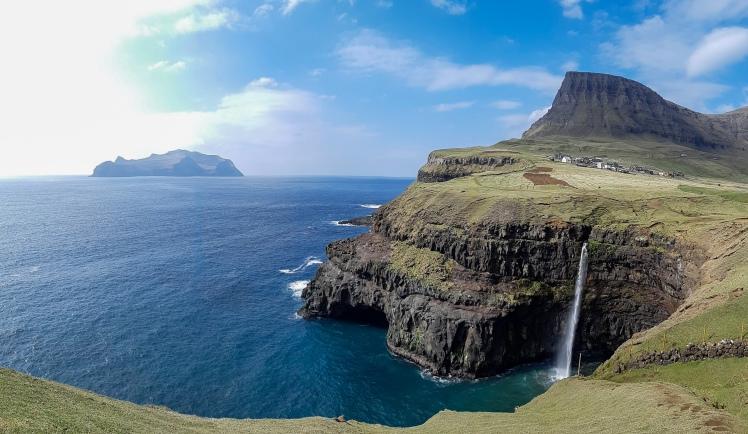 Múlafossur waterfalls, Gásadalur, Vágar, Färsaaret